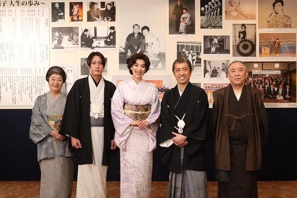 (左より、三林京子、内博貴、真琴つばさ、筧利夫、桂ざこば) (C)松竹