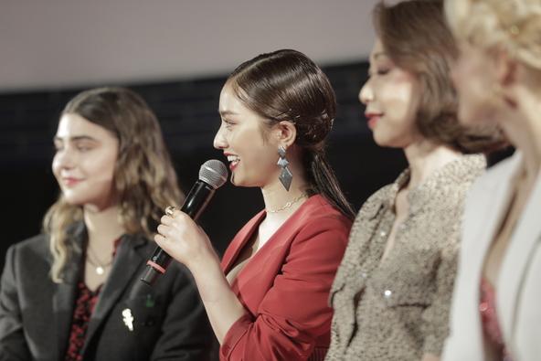 谷まりあ「やっぱり赤リップは塗るだけで気合が入ります」『ロレアル パリ ブリリアントシグネチャー』新製品発表会に登壇