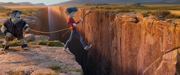 """志尊淳と城田優が信じあう""""兄弟の絆""""を声で表現 ディズニー/ピクサー映画『2分の1の魔法』日本語吹替版・本編シーンの一部を公開 (C)2019 Disney/Pixar. All Rights Reserved."""