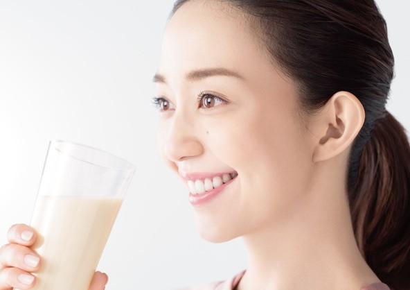 人気モデル松島花さんの様々な日常の姿をお届け!「アーモンド効果」新TV-CM『続けてる理由』篇 3月2日(月)より全国で放映開始 (1)