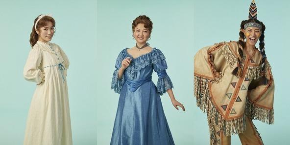 (左から)ウエンディ役の美山加恋、ダーリング夫人役の比企理恵、タイガー・リリー役の宮澤佐江