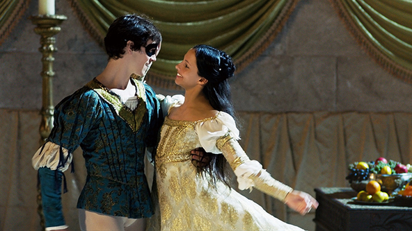 英国ロイヤルバレエ団の映画『ロミオとジュリエット』~単なる「バレエの映画化」ではない、言葉のない物語 (C)Bradley Waller