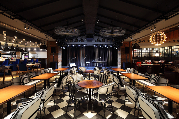 LIVING ROOM CAFE & DINING客席からみたステージ (c)©eplus