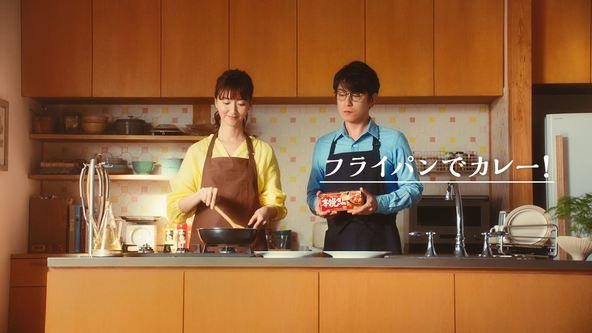 及川光博さん出演TVCM 本挽きカレー「おしゃべりなカレー」編 3月24日 オンエア (1)