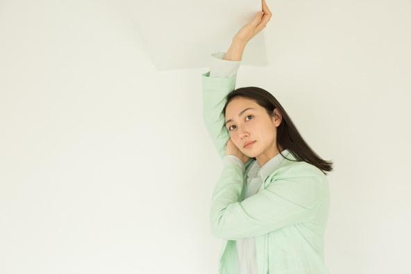 ローラ メルシエのオンラインビューティーマガジン「Journal De Laura Mercier」女優・香椎由宇が語る My Beauty Method (1)