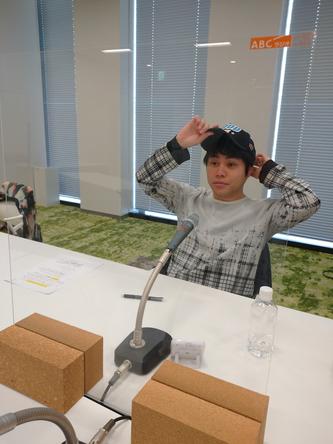 石田明(ノンスタイル)が公開した相方とのラジオ収録風景