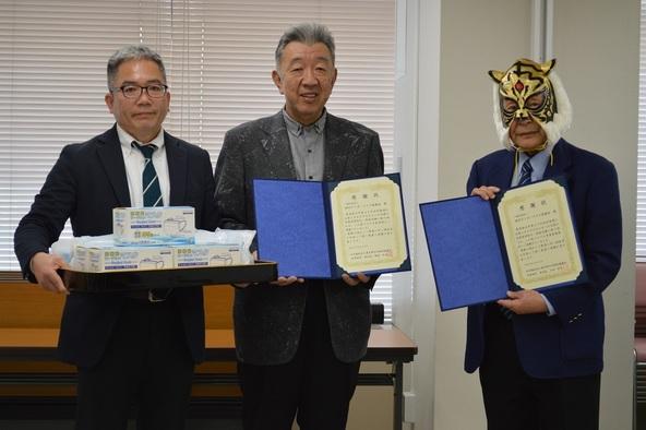 4月22日に行われたマスク1万枚の贈呈式