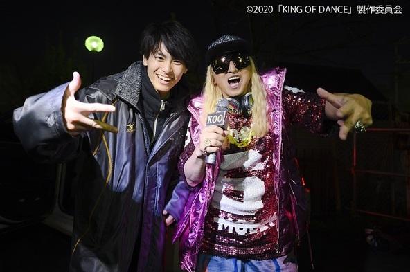 (左から)高野洸、DJKOO (C)2020「KING OF DANCE」製作委員会