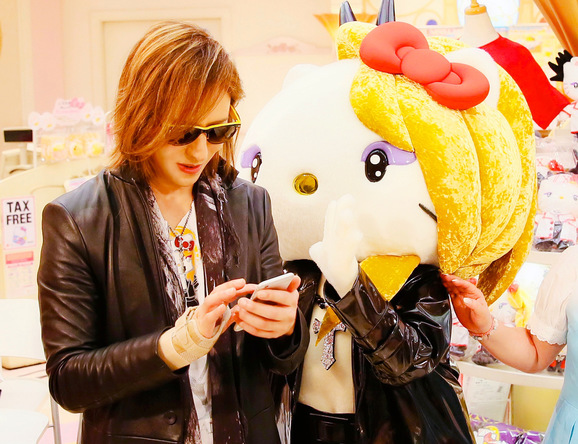 yoshikitty『サンリオキャラクター大賞』中間発表5位で快進撃始まる 関連グッズも軒並みソールドアウト (1)