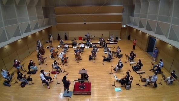ソーシャルディスタンスを意識しながら配置を確認する関西フィルハーモニー管弦楽団 (c)写真提供:関西フィル
