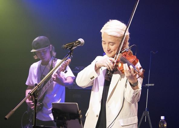 『NAOTO 15th Anniversary Live-The New Stream-』より (c) 撮影=東島あい