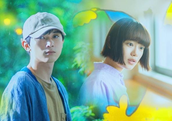 映画『青くて痛くて脆い』田端楓(吉沢亮)、秋好寿乃(杉咲花) (c)2020映画「青くて痛くて脆い」製作委員会