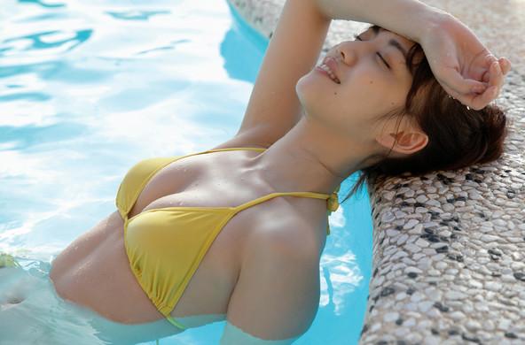 関根優那が『FRIDAY』グラビアで未公開カット披露!1st写真集『夕凪』発売記念特典会も開催決定