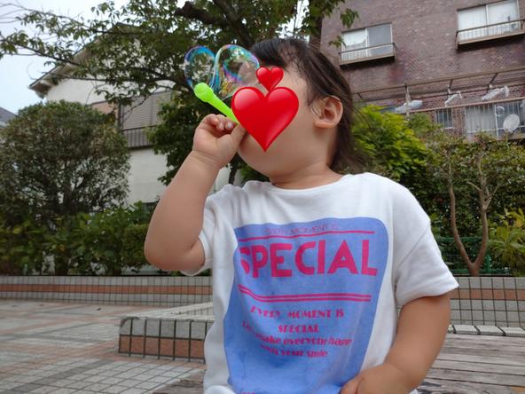 石田明(ノンスタイル)が公開した愛娘の写真(1)