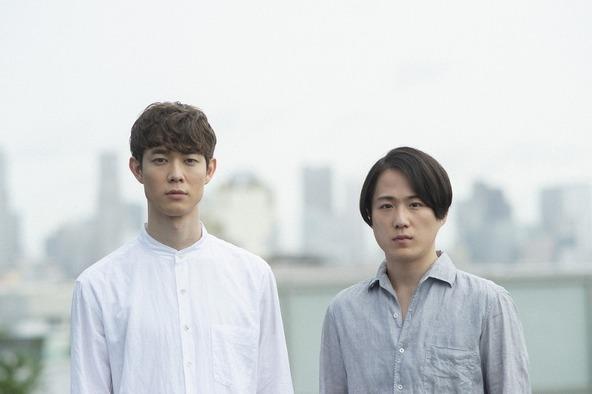 (左から)宮沢氷魚、大鶴佐助