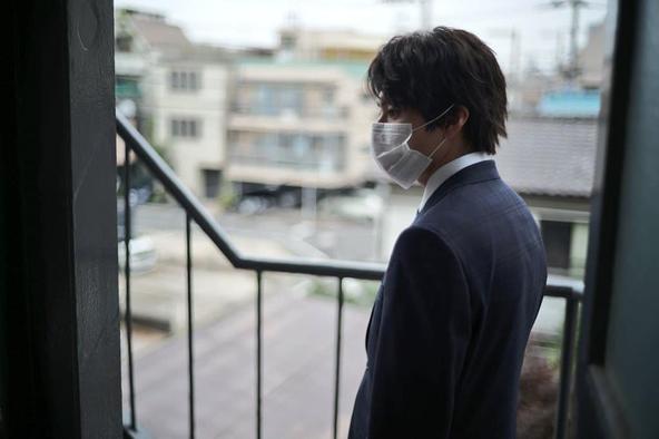 山田裕貴が公開した、『特捜9 season3』マスク姿のオフショット
