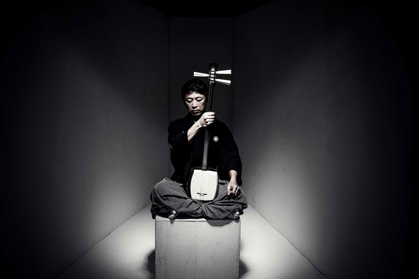 上妻宏光、超絶技巧の三味線テクニックの真髄を動画で公開!市川海老蔵、千住明ら著名人からのソロデビュー20周年お祝いコメントも