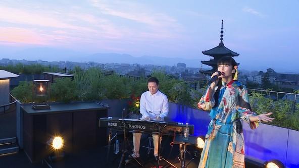 柴咲コウ 京都の絶景をバックにライブ配信を敢行!夕陽沈む空間の中、感動のパフォーマンスを披露 (1)