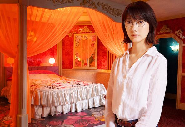 映画『ホテルローヤル』主演の波瑠 (c)桜木紫乃/集英社 2020 映画「ホテルローヤル」製作委員会