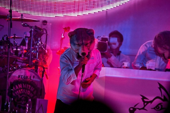 """MAN WITH A MISSION『MAN WITH A """"REBOOT LIVE & STREAMING"""" MISSION』 (c)撮影=酒井ダイスケ"""