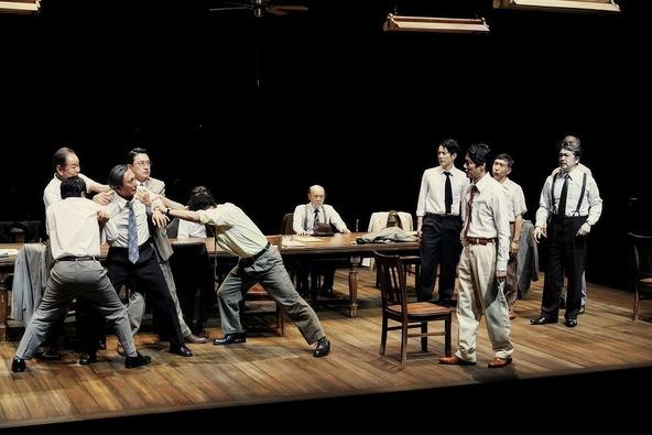 『十二人の怒れる男』舞台写真 (c)撮影:細野晋司