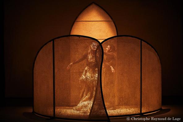 2019年にフランス・アヴィニョン演劇祭初演『みつばち共和国』より