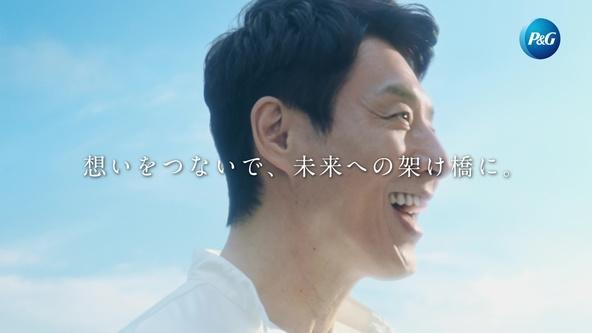 人が人を想う、その想いを歌に託して 松岡修造さんがKiroroの名曲『未来へ』を歌う新TV-CM『想いの架け橋~未来へ』 篇(30秒)熱血封印!?優しさと温かさに満ち溢れたハートフルボイスを披露! (1)