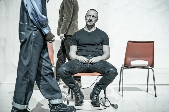 『シラノ・ド・ベルジュラック』 ジェームズ・マカヴォイ  (C)Marc Brenner