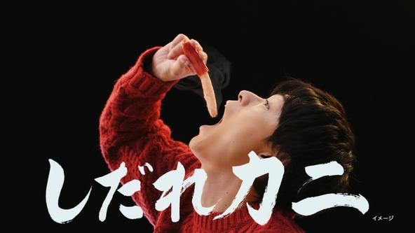 ピザーラ新CM 「カニのよくばりクォーター」で、 成田凌が、カニのピザのおいしい食べ方を伝授!