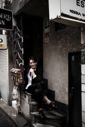 町田啓太 写真集『BASIC』 光文社刊  (c)撮影=彦坂栄治