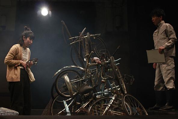 今春、延期となった〈下鴨車窓〉の『散乱マリン』振替公演が、まもなく「三重県文化会館」で上演~脚本・演出の田辺剛に聞く (c)下鴨車窓『散乱マリン』2020年1月 京都公演より
