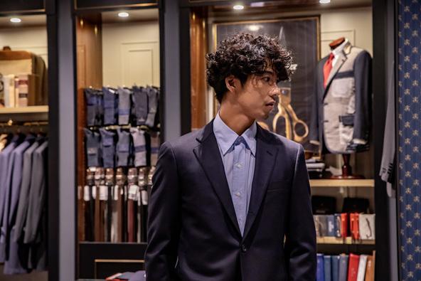賀来賢人さんがブルックス ブラザーズ 表参道に来店、スーツのパーソナルオーダーを体験したスペシャルムービーが公開に (1)