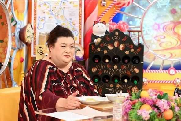 『マツコの知らない世界』高崎パスタの世界を味わうマツコ・デラックス (c)TBS