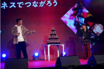 ノブコブ吉村、今年を振り返り「芸人との時間が大切だと気付いた」一夜限りのクリスマスイベントでAIと瑛人が名曲「ハピネス」をデュエット!