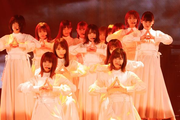 櫻坂46が人気トーク&ライブ番組に出演、「Nobody's fault」「櫻坂の詩」など全8曲をフルサイズで披露!「Storytellers: Sakurazaka46」