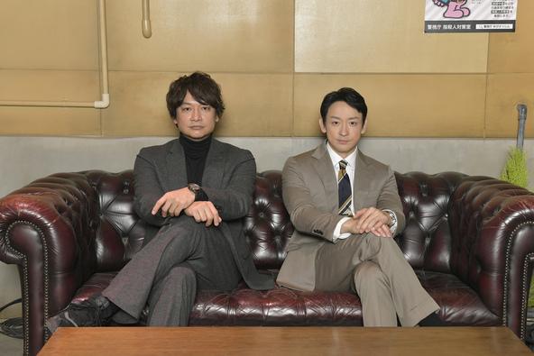 左から、香取慎吾、山本耕史 (C)「アノニマス」製作委員会