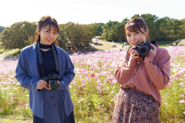 左から、三森すずこ、新田恵海 TM & (C) 2021 Turner Japan.