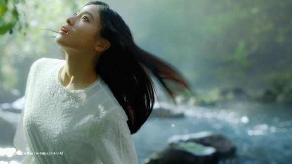 「い・ろ・は・す」初のオリジナル楽曲「水奏楽」 Corneliusさんとn-buna(ヨルシカ)さんが作曲 土屋太鳳さんが大自然で「い・ろ・は・す」の美味しさを感じる