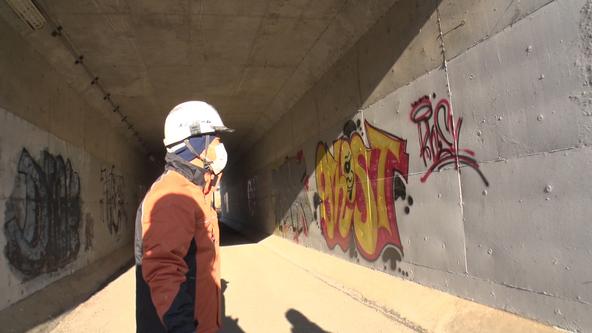 高難度!3層に塗られた巨大落書きに、「多発地帯」東京・渋谷の街に描かれた落書き…落書き消しのスペシャリストが挑む!2/28(日)BACKSTAGE(バックステージ) (1)