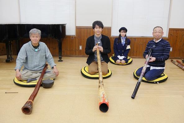 『1×8いこうよ!』アボリジナル伝統の管楽器に挑戦!大泉洋、木村洋二(YOYO'S) 、大家彩香(STVアナウンサー) (c)STV