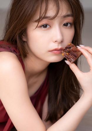 フリーアナウンサー宇垣美里がこよなく愛するチョコレートがテーマのフォトエッセイ『愛しのショコラ』が6月2日(水)に発売