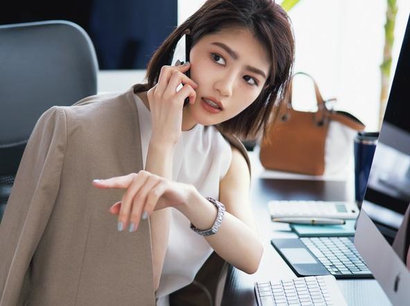 """若月佑美『Oggi』で働く女性のメイク連載ONとOFFどちらの""""若様""""が好き?  (1)"""