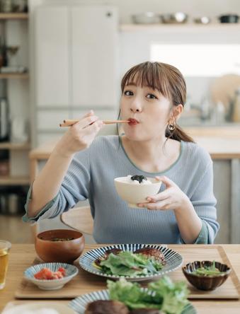 高橋みなみ初のレシピ本『たかみなの毎日食べたくなる そこそこごはん』が6月3日(木)発売決定! (1)