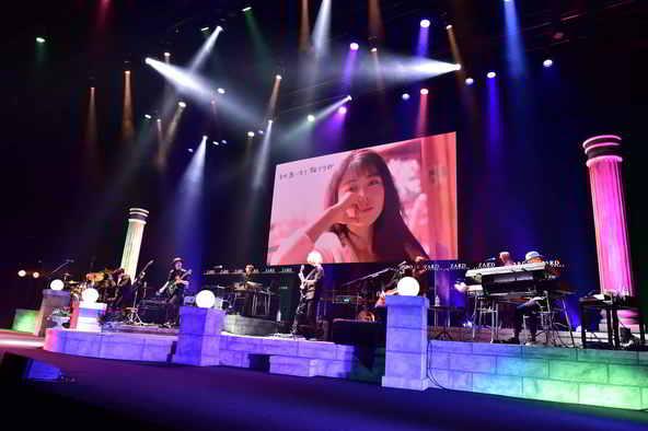 ZARD、デビュー30周年を記念した初の配信ライブが放送!坂井泉水さんのステージ秘話が語られる座談会も