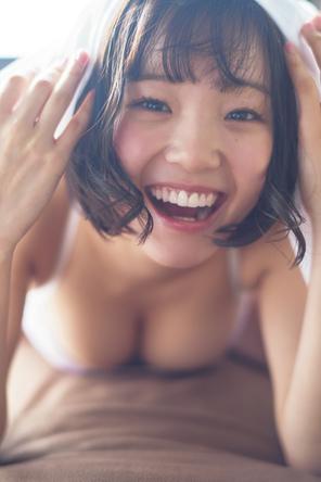 【オリコン週間BOOKランキング4位獲得!】花咲ひより1st写真集『Metamorphose』発売記念オンラインサイン会が5月10日(月)に開催決定!