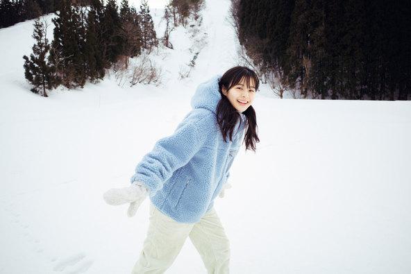 5月19日(水)発売のNGT48・本間日陽1st写真集『ずっと、会いたかった』特典はエモーショナルな動画付きポストカード! (1)