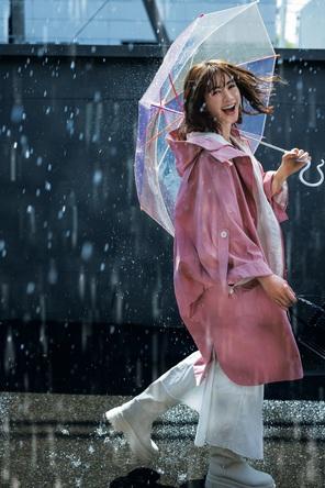 『STORY』7月号は「梅雨きっかけ」の大人オシャレを大特集。長谷川理恵さんお気に入りのユニクロデニム、大好評STORY家電大賞も発表! (1)