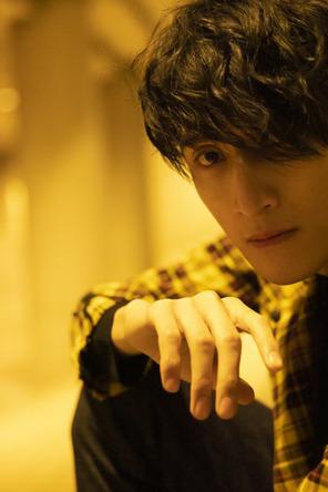 注目度急上昇の俳優・磯野大、その全てに迫る「初」写真集、待望の発売! (1)