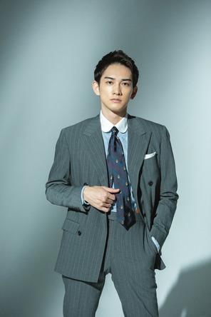 """町田啓太がWebメディアでファッション連載開始!スーツを着こなし初回から""""美しすぎる""""存在感「30代男性の想いを伝えたい」"""
