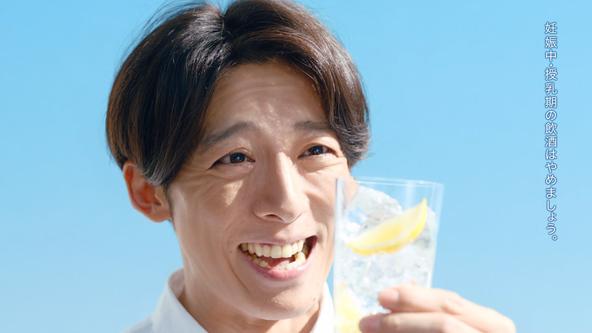 「このおいしさを知らないなんて…」高橋一生さんもおいしさに納得!氷結(R)新CM 『氷結(R)無糖 レモン 教えてあげたい篇』公開 10月18日(月)より全国で放映開始 (1)